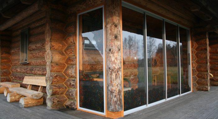 Log house glazing and porch establishment