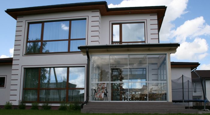 Veranda with Plexiglas Resist No-drop white roof