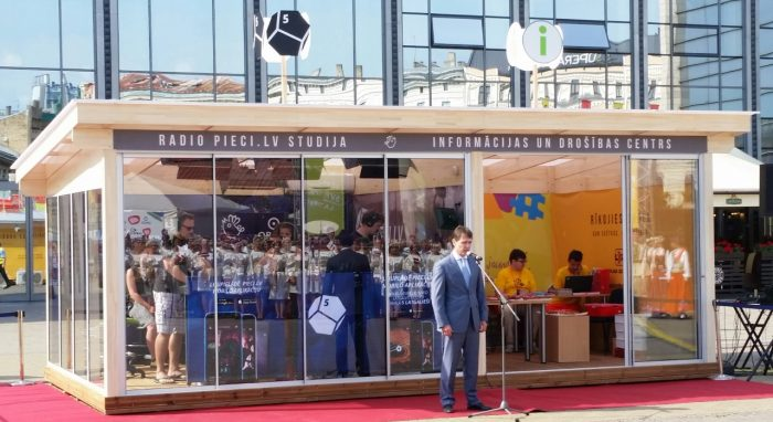 OBICONVERANDA at Station square for the Song and Dance festival as the official info point and Latvias Radio 5 – Pieci.lv studio.