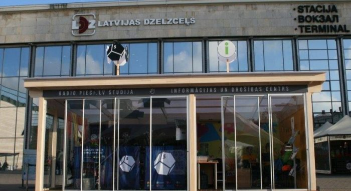 From the 6th – 12th of July OBICONVERANDA was placed at Station square for the Song and Dance festival as the official info point and Latvias Radio 5 – Pieci.lv studio